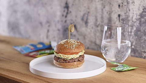 Beef burger with spelt bread, coleslaw and avocado