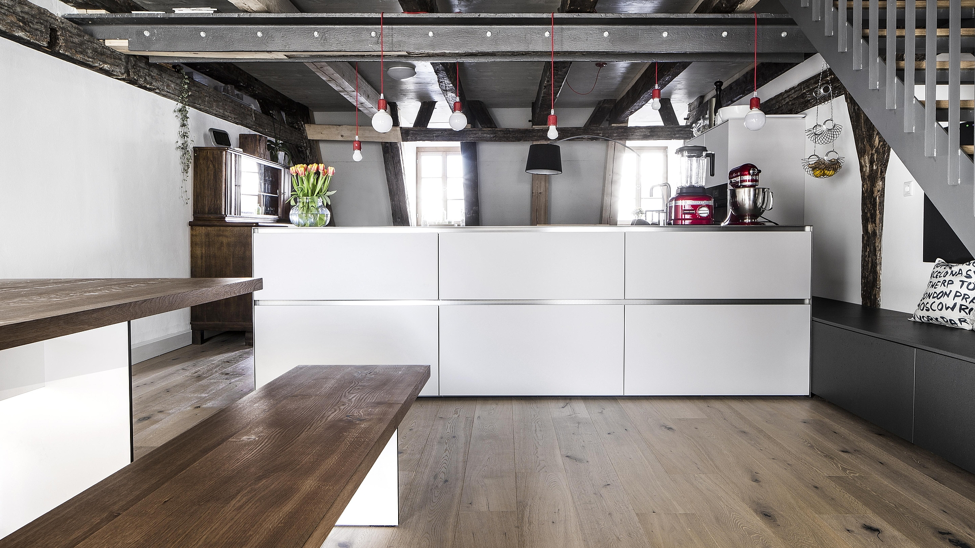 MODERN KITCHEN IN A HISTORICAL TOWN HOUSE