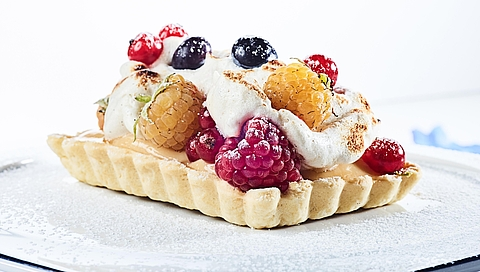 Tartlets with Amalfi lemon cream, vanilla meringue and summer berries