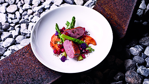 Duck breast with asparagus, pomegranate and papaya