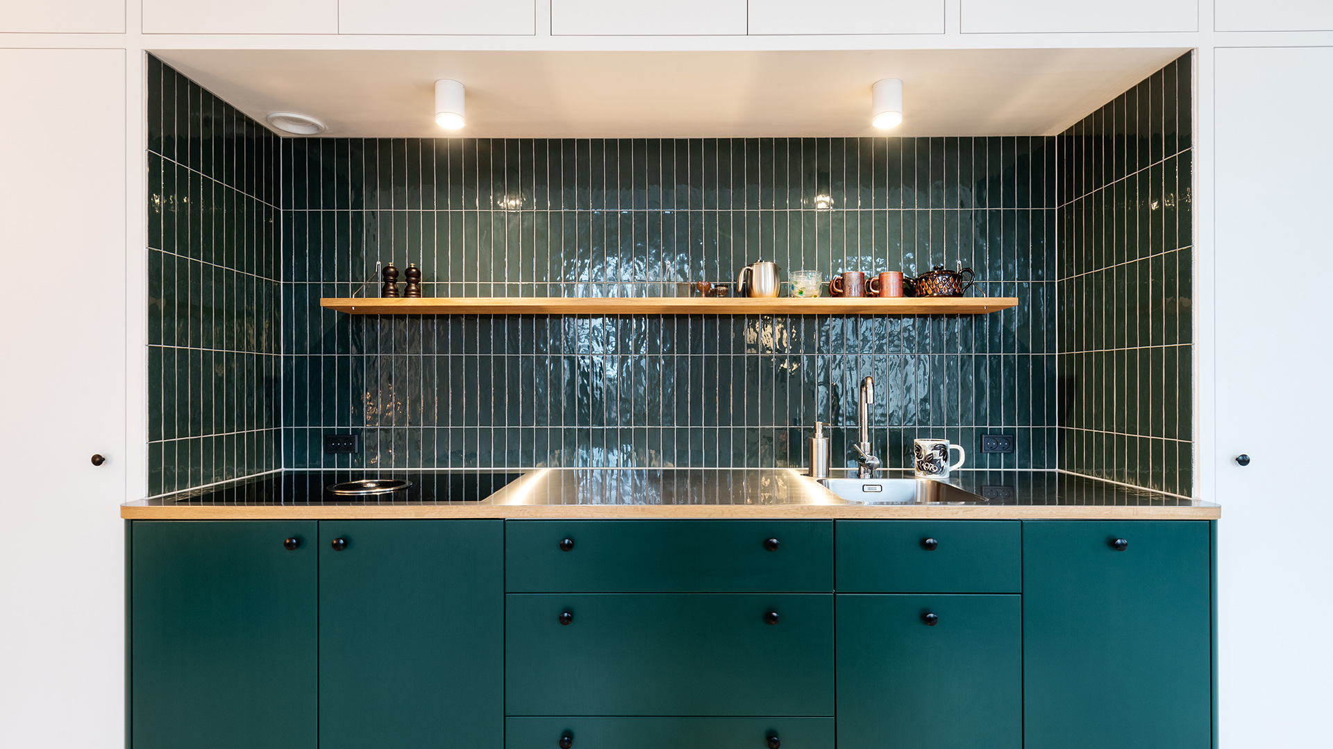 Vintage kitchen for a family collective in a former naval hospital