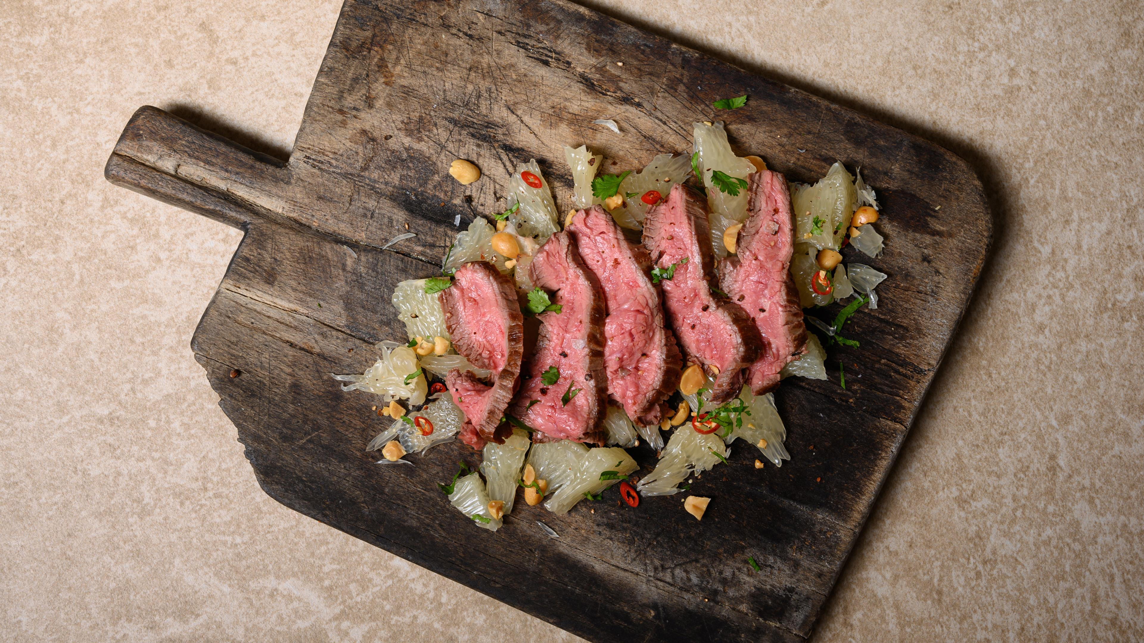 Flank steak on pomelo salad