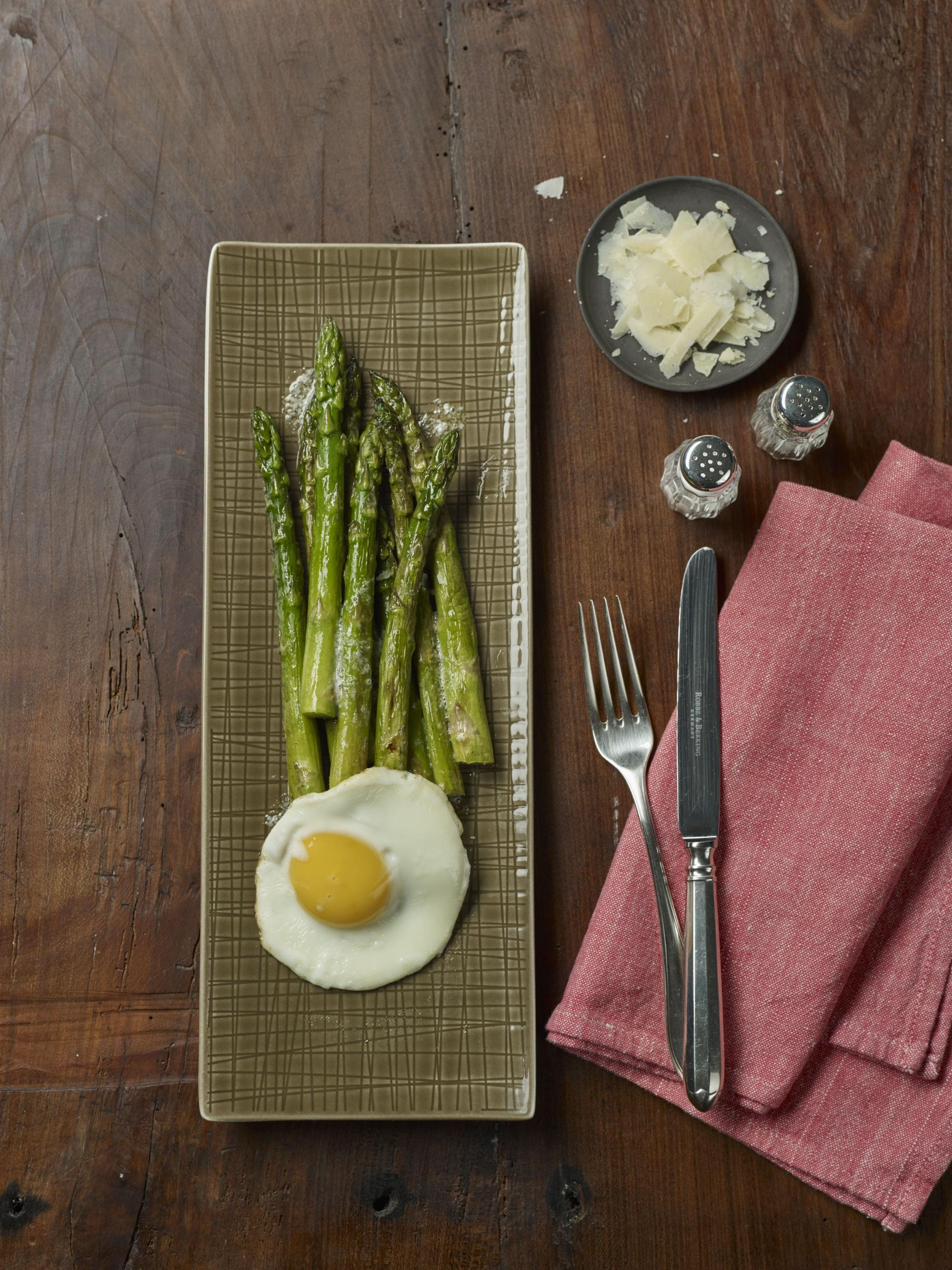 Asparagus with shaved Parmesan and fried egg from the 10 | 10 retailer edition