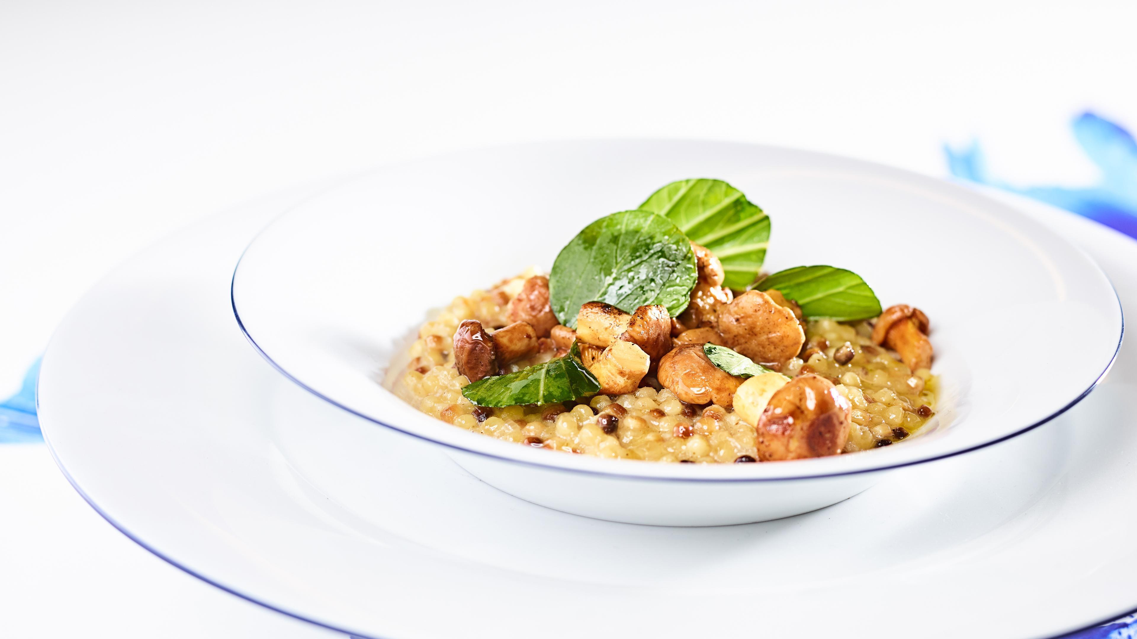 Pastasotto with fresh pak choi and chanterelles