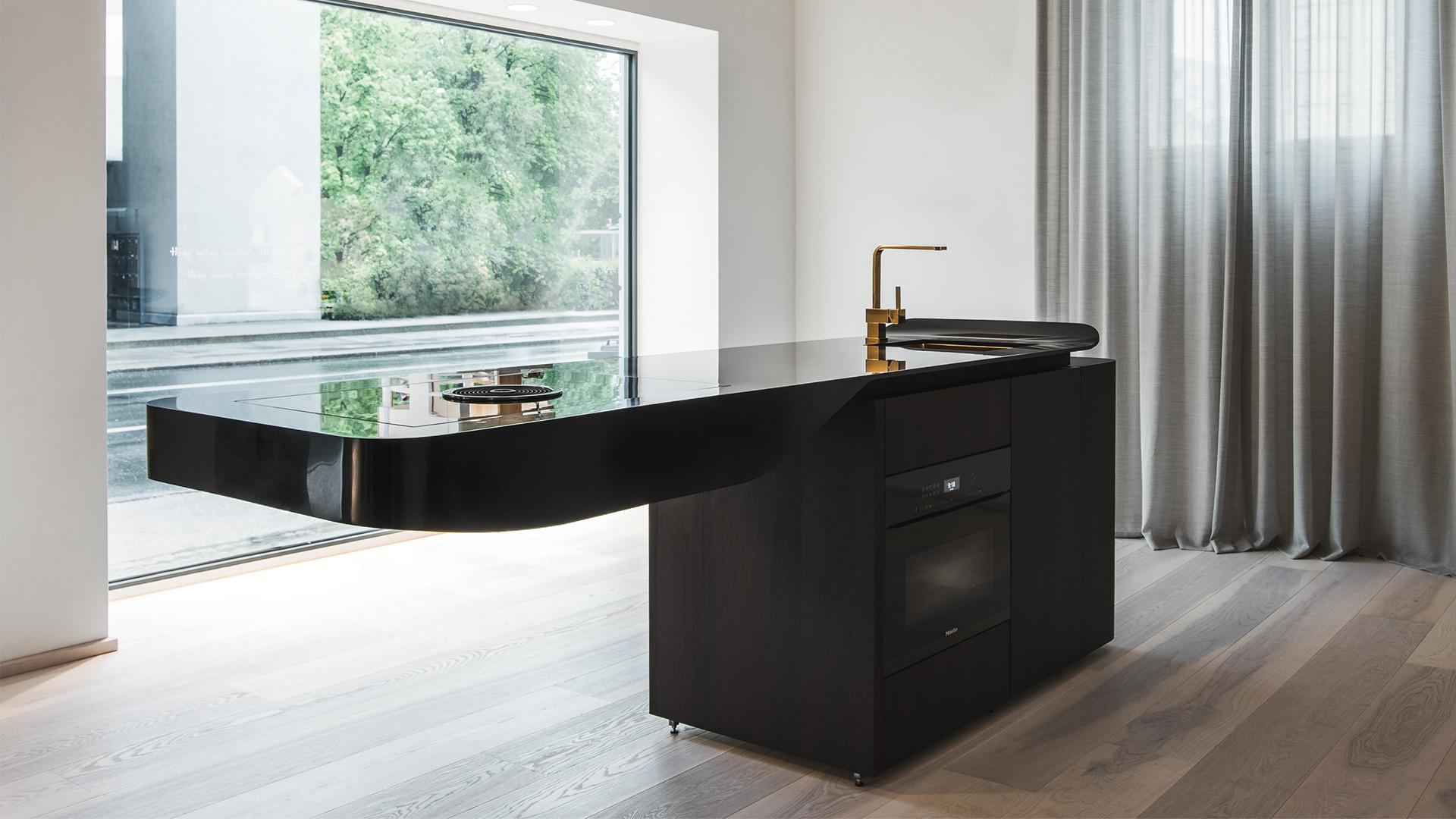 CLEAR THE STAGE FOR THE KITCHEN SOLO
