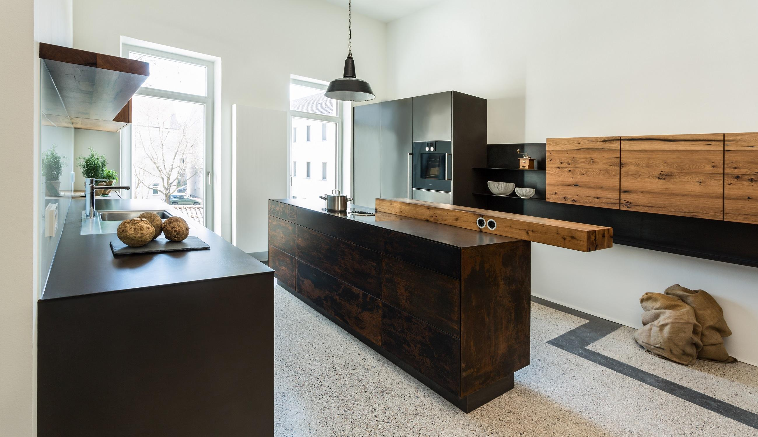 Steel meets wood - clear cubist design with warm accents