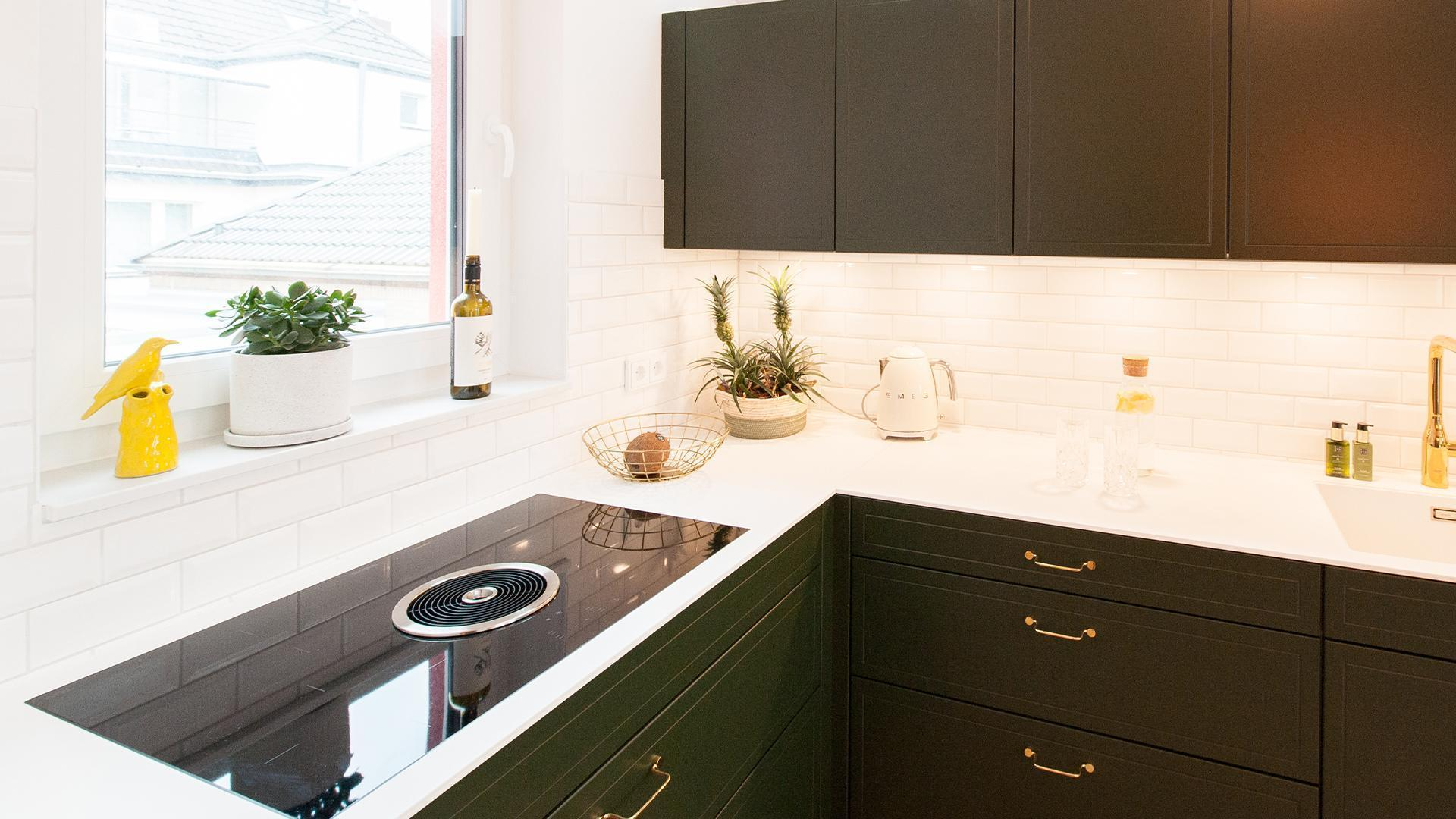 THE GREATEST POSSIBLE AMOUNT OF FRESH AIR WHILE COOKING